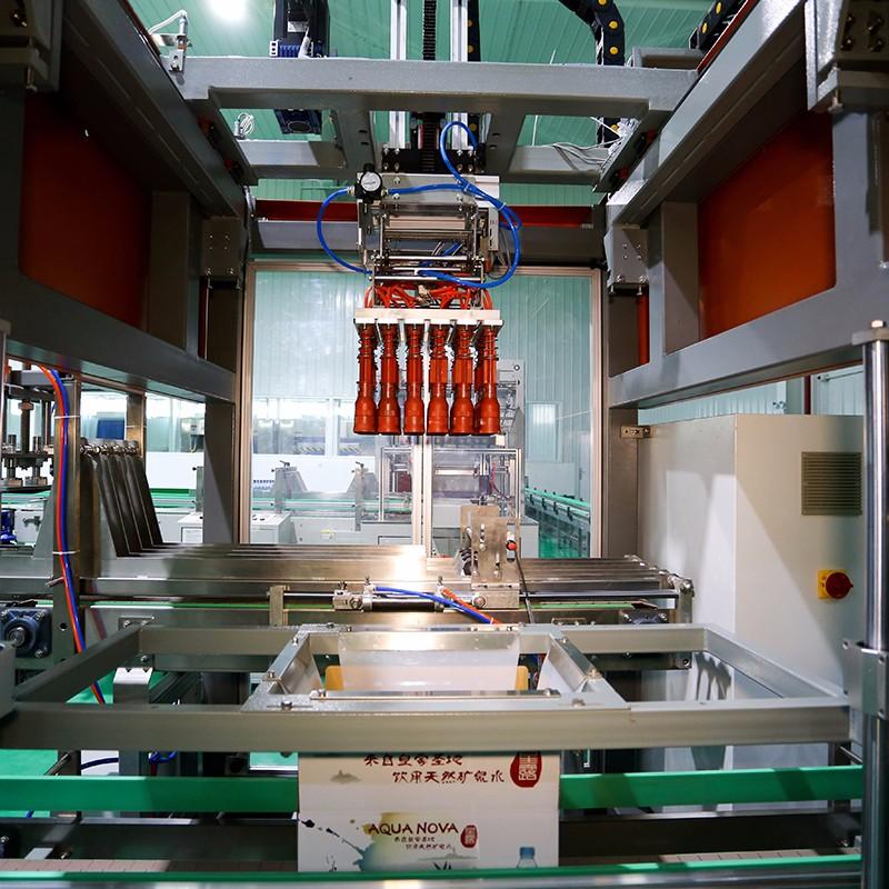 水装箱机价格 矿泉水装箱机器人  纯净水装箱机定制